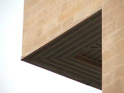 Практически равносторонний треугольник * архитектура * цифровая фотография