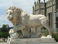 Лев с шаром * архитектура * цифровая фотография